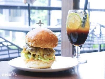 DOUG'S Burger 台幣$399(約HK$100)