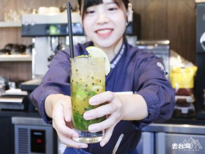 台灣百香果配Rum酒,調酒師珊珊為你即時調酒,小秘密咖啡也是她沖的。 即調百香果莫吉多 台幣$240 (約HK$60)| 台中蔦屋書店
