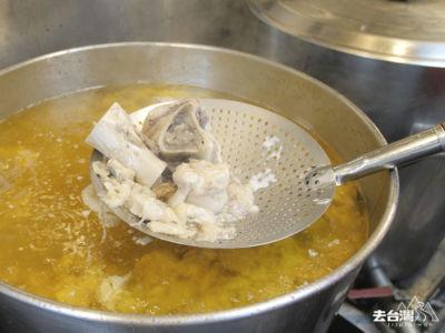 由於湯頭每日現煮,份量有限,每天只限量供應。