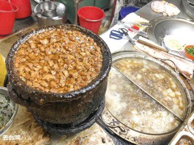 魯肉飯的滷水也是從30年前源用至今,香氣十足。