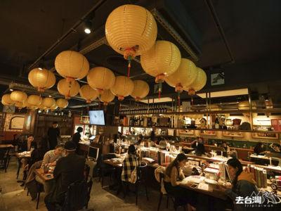 店內常常坐無虛席,室內的用餐區比較熱鬧,戶外area拿著酒杯吃著小食看看台北繁忙的街道也是一個不錯的體驗。