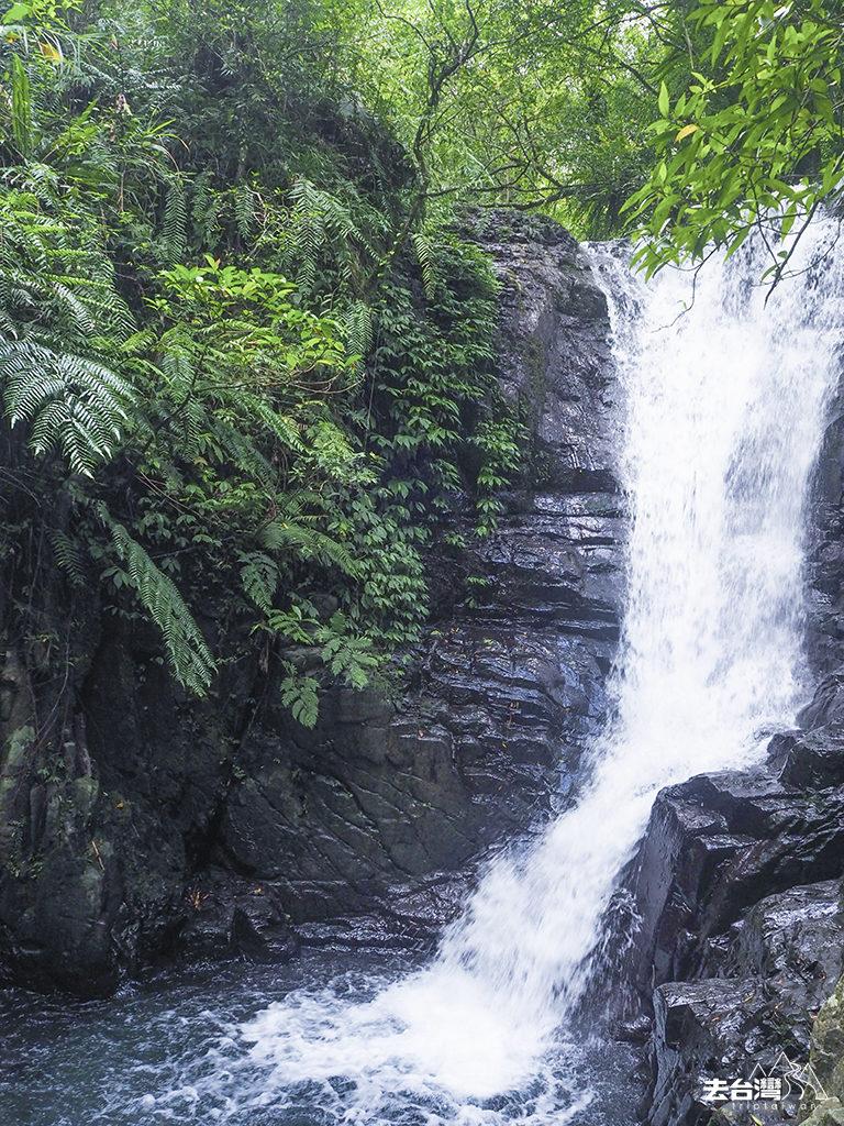 林美石磐瀑布