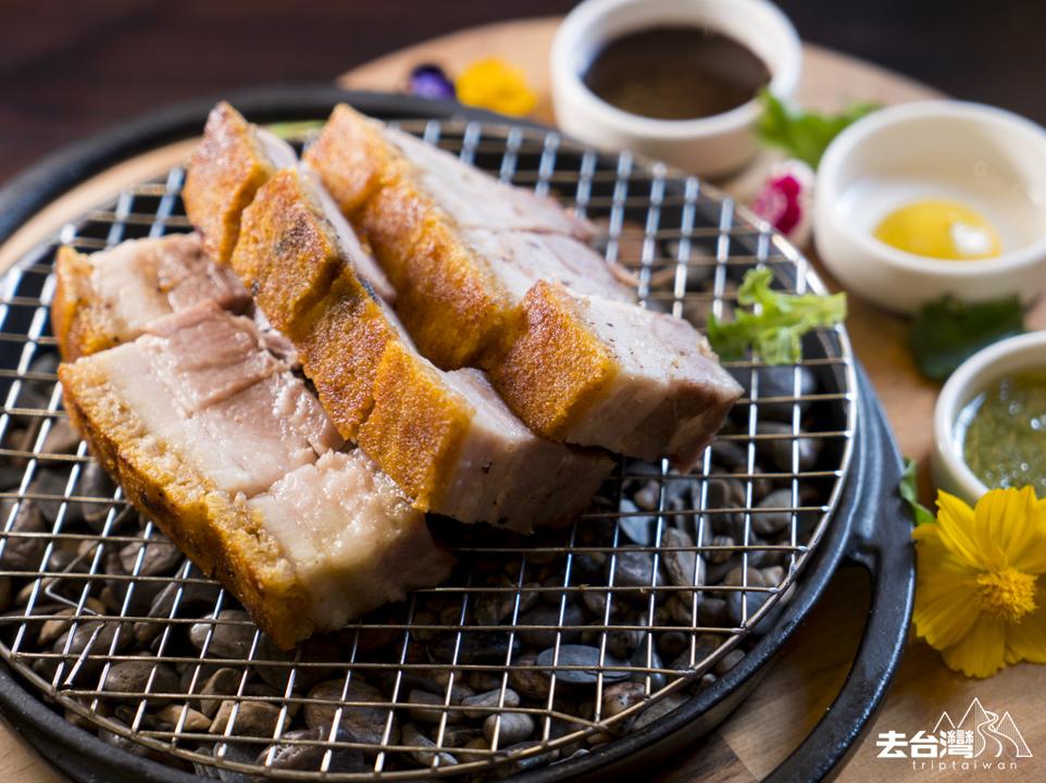 金磚脆樣燒豬肉 NT$520 / HK$130